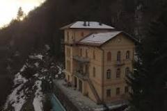 Seitenansicht Villa Boffa im Winter